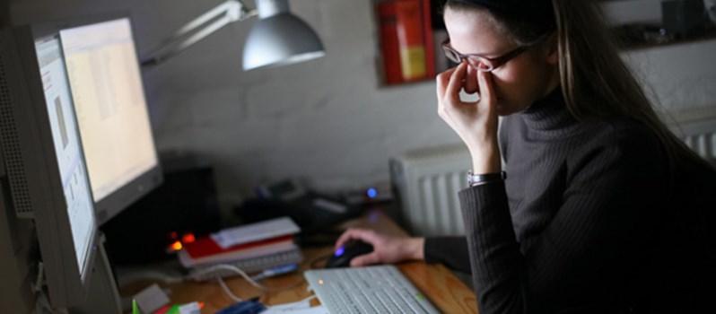 Thức quá khuya Buồn nôn chóng mặt là bệnh gì và cách chữa trị ra sao?