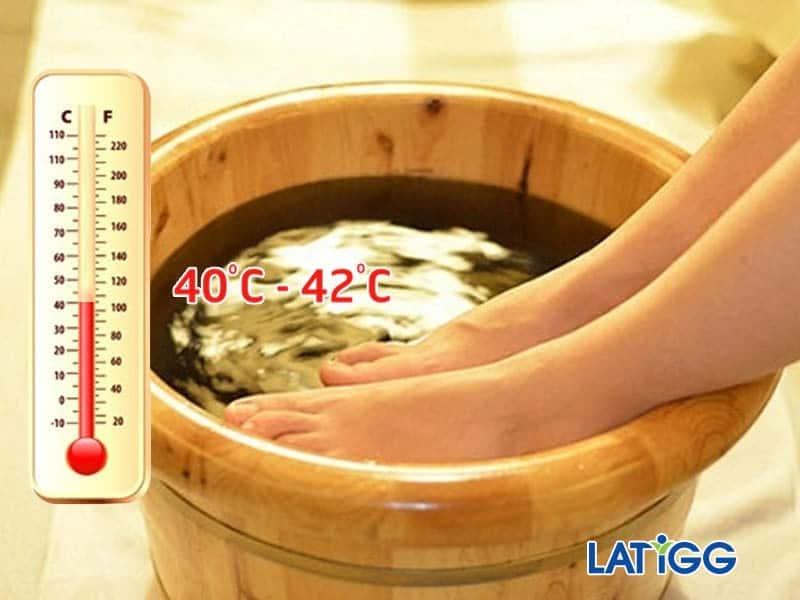 Ngâm chân với nước nóng 40-45 độ C mỗi ngày  CHỈ CẦN 5 BƯỚC SẼ GIÚP BẠN HẾT ĐAU ĐỚN VÌ CĂN BỆNH RỐI LOẠN TIỀN ĐÌNH.